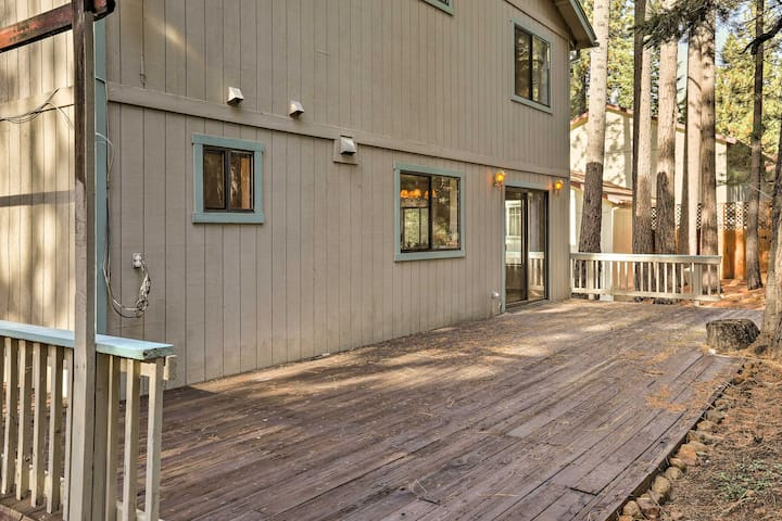 With 3 bedrooms and 2.5 bathrooms, this home accommodates up to 10 guests.