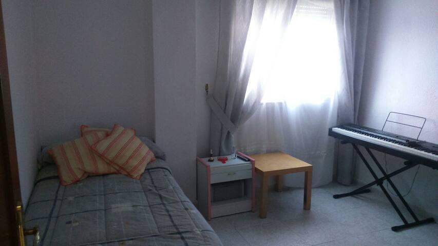 Habitación  soleada a cinco minutos