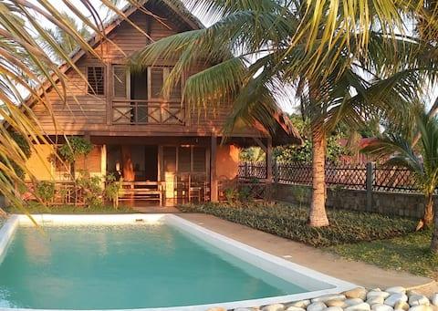 Full service - Indian Ocean front villa