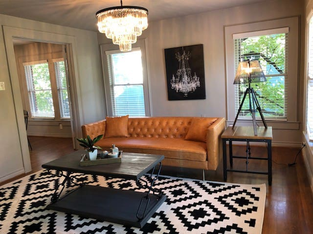 Fabulous Historical Flat - 5 minutes to Downtown!