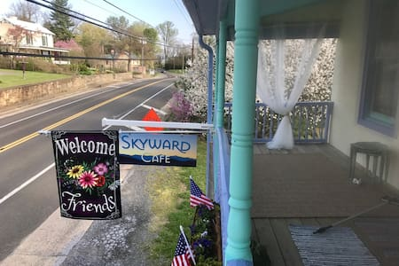 Skyward cafe and guest house. - Flint Hill - Гестхаус