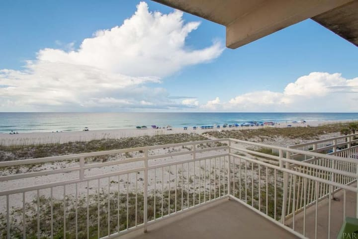 3BR Beachfront Condo with Great Views - Sleeps 7!