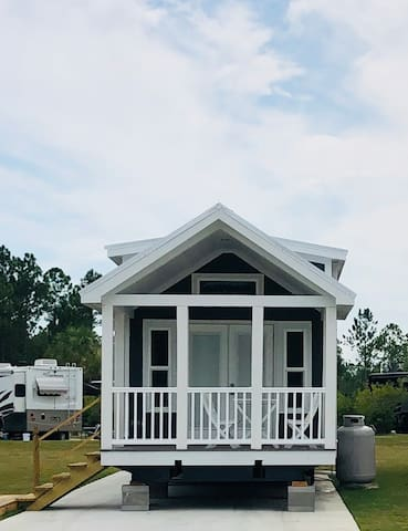 THE SEABREEZE RESORT TINY HOUSE in Gulf Shores