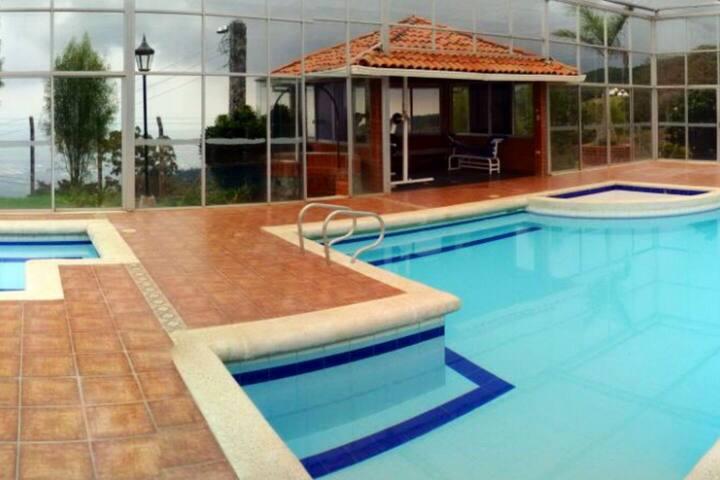 Hermosa casa campestre - Vereda el Diamante- Dapa