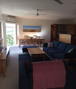North facing, ocean views, 3 mins walk to beach - Malua Bay