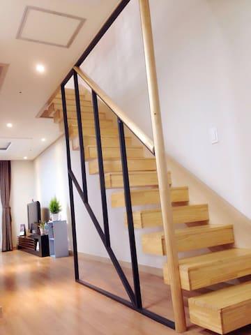 JEJU #Eden House  距离机场10分钟 #济州岛  # 伊甸复式公寓 - Jeju-si - Pis