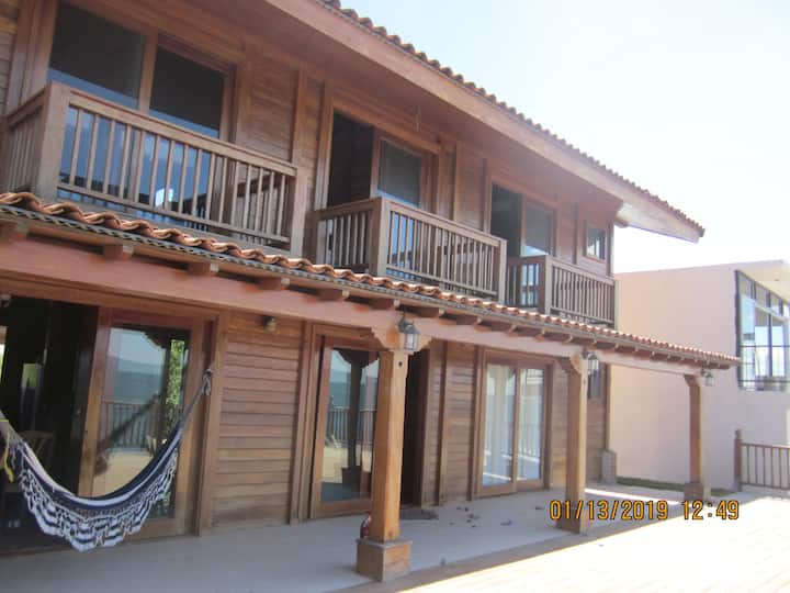 Casa Madera: Expansive View and Spacious Comfort