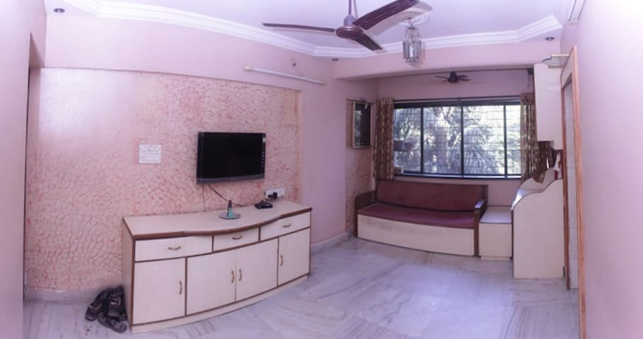 A Homely Room for Soulful Humans (Airport + WiFi) - Mumbai - Apartamento