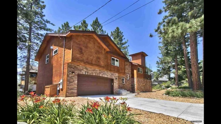 Luxury Tahoe home with view/spa, unique features