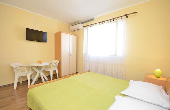 Room, 50m from city center, seaside in Vodice