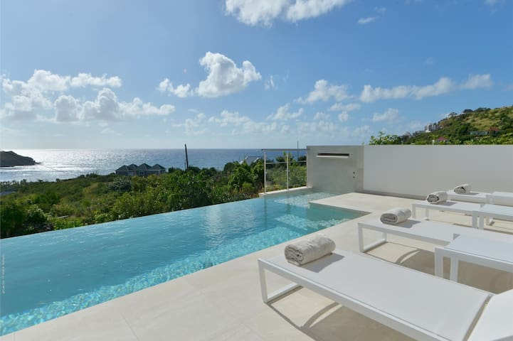 Large and Elegant Pool Terrace, Ocean View, Alfresco Dining, Sundeck and BBQ Area, Free Wifi