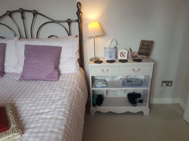 Cosy Double and Box Room Near Train Station