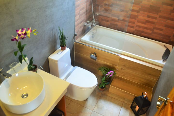 Private Suite at Nana's Farm - Metro Tagaytay - Hus