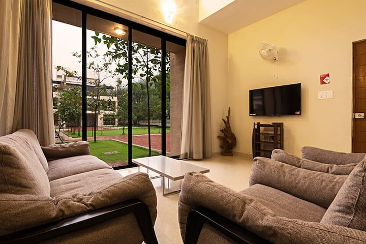 Vista Rooms Greenwoods 2 - 5BHK with Pvt Pool