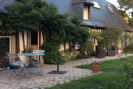 Maison de charme ,  3 chambres, centre village. - Saint-Martin-de-Boscherville - Dům