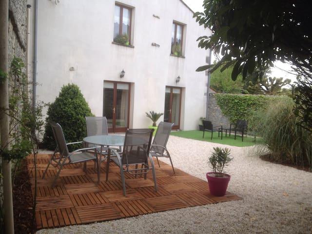 Maison de village au calme - Neuvicq-le-Château - Huis