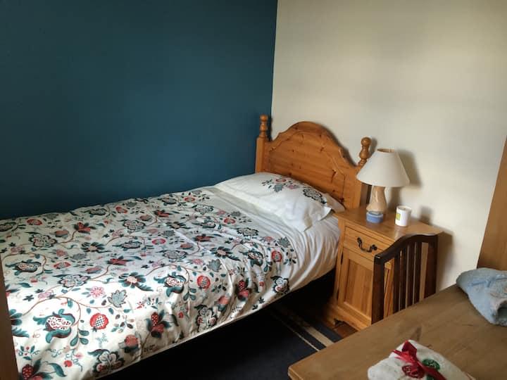 Cozy Home Near City Centre-Bedroom2