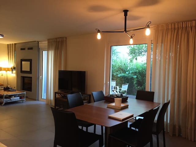 Modern 1BD apartment with private yard