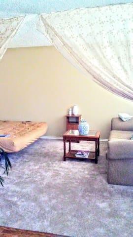 Semi-private living space - Austin - Pis