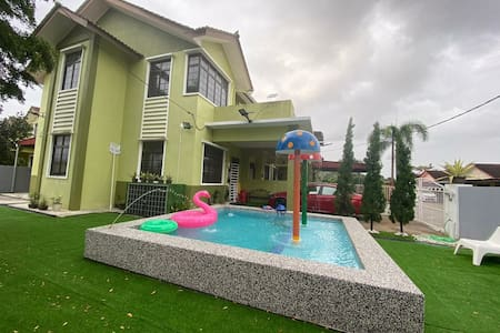 Che Adham Guest House | Private Pool -Pasir Mas
