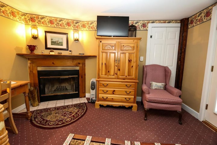 Queen Room with fireplace, jetted tub, and deck in historic B&B