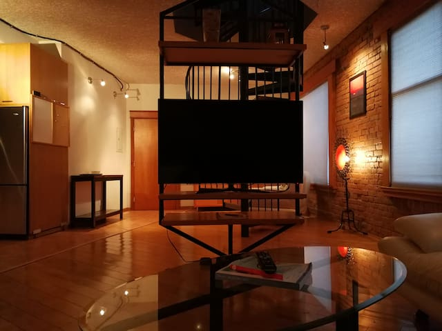 HECLA LOFT DOWNTOWN - Fun Relaxing Heritage Loft