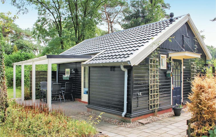 Holiday cottage with 2 bedrooms on 60m² in Beerze