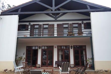 Swinnerton House (Mafra/Ericeira) - Mafra - Hus