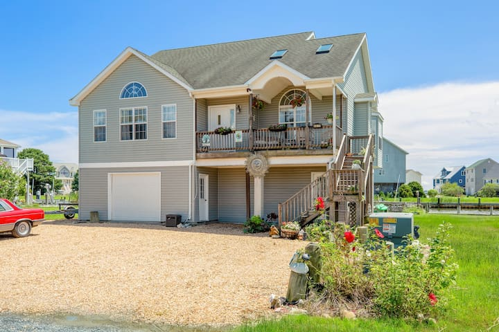Aqua Vista is a fabulous Waterfront Vacation Rental on the shores of Chincoteague Bay!