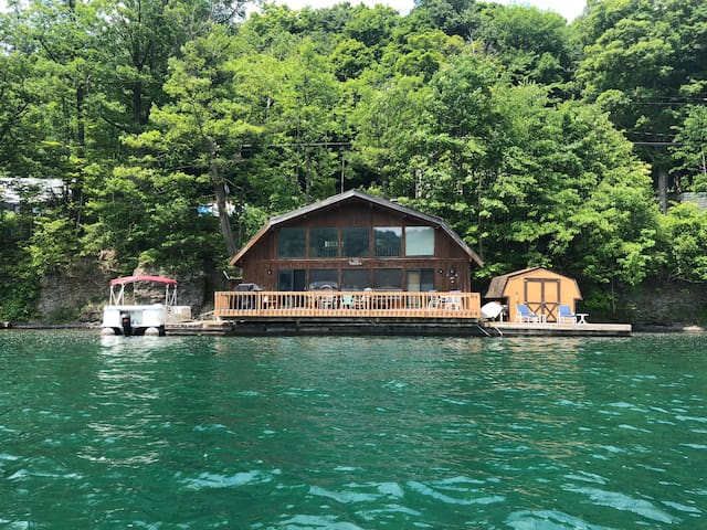 Charming Cottage Directly on Skaneateles Lake