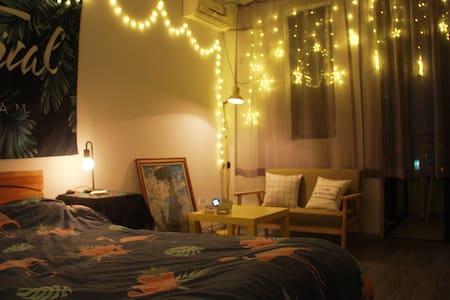 一方天地,南京夫子庙老门东南京南夜景1080p投影仪小公寓