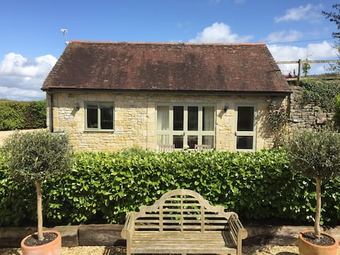 Piggy Bank Cottage - fully selfcontained seclusion