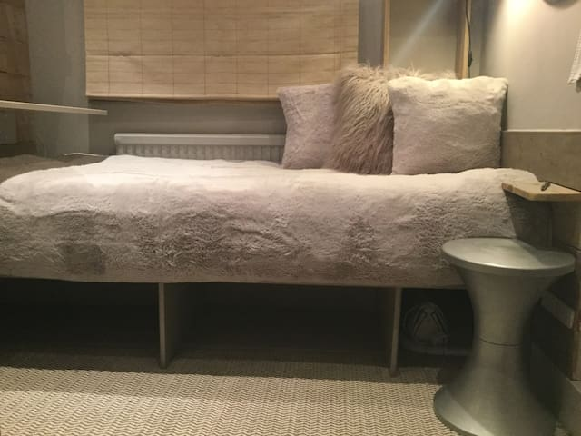 Extra 10 cm on stardard single bed