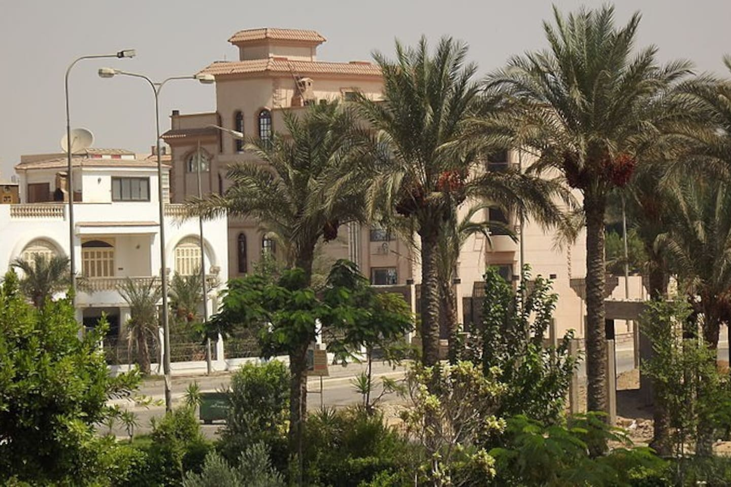 The location and the surrounding buildings - Villas and gardens