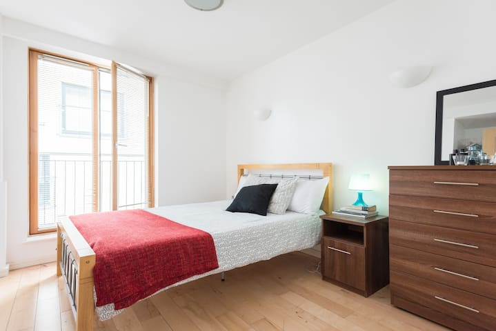 Double room in an amazing flat with private bath.