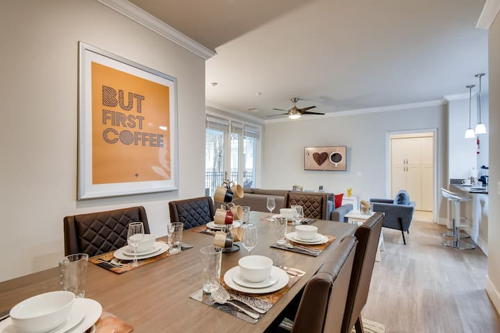 (FV8) NEW: Huge Coffee Themed 2BR/2.5 Bath with Pool, Gym Clubroom & Parking!
