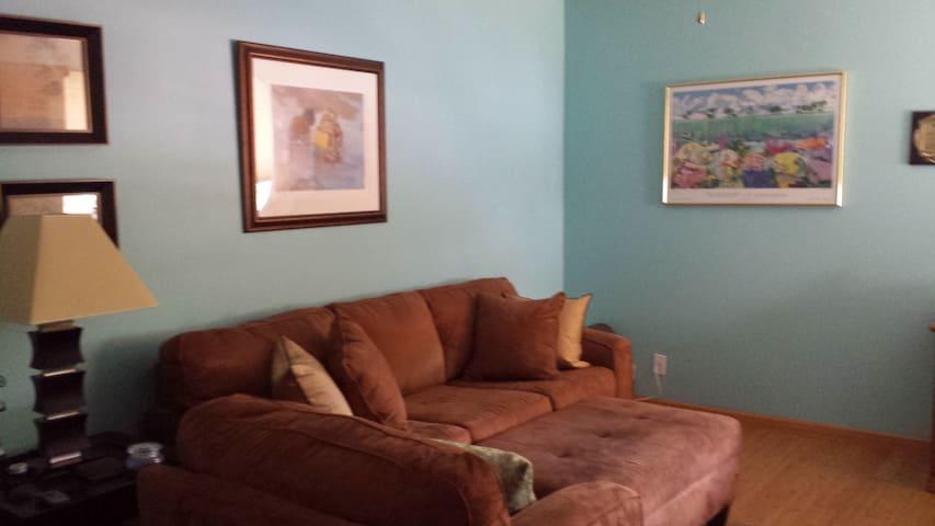 Comfy condo in west Lauderdale