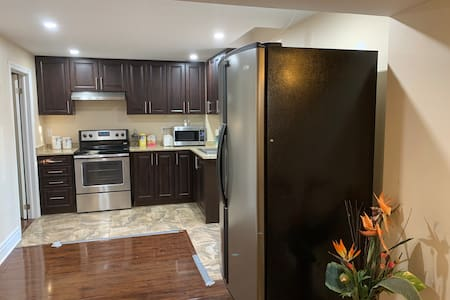 Luxury Bright New 2 Bed 2 Bath Sep Entrance Apt