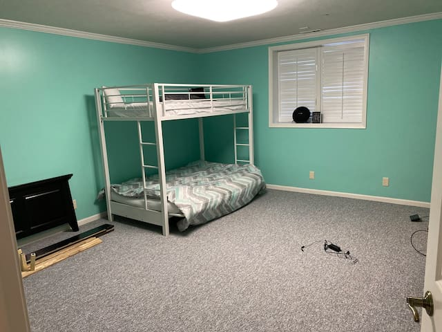 1 bedroom on a comfortable futon queen size bed!!