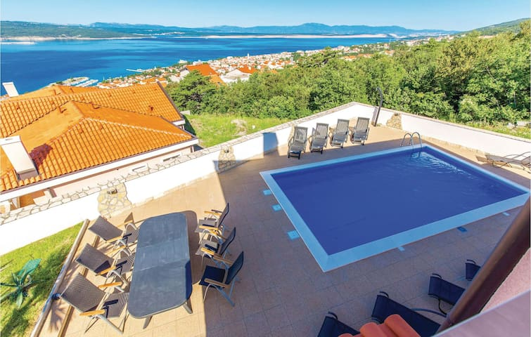 Holiday cottage with 7 bedrooms on 237m² in Crikvenica