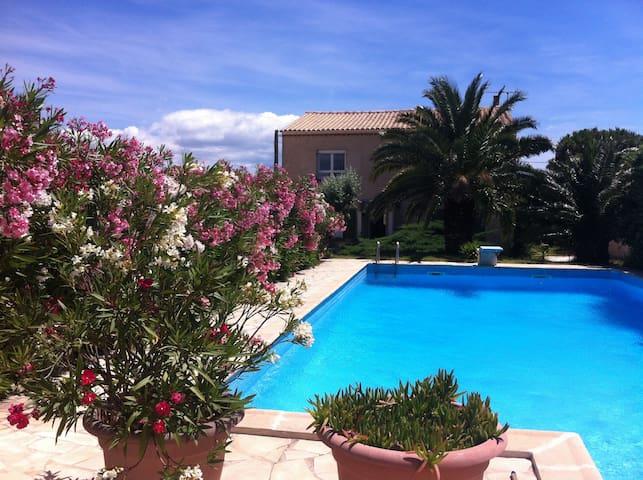 La Scribote - Waterside Villa With Great Views