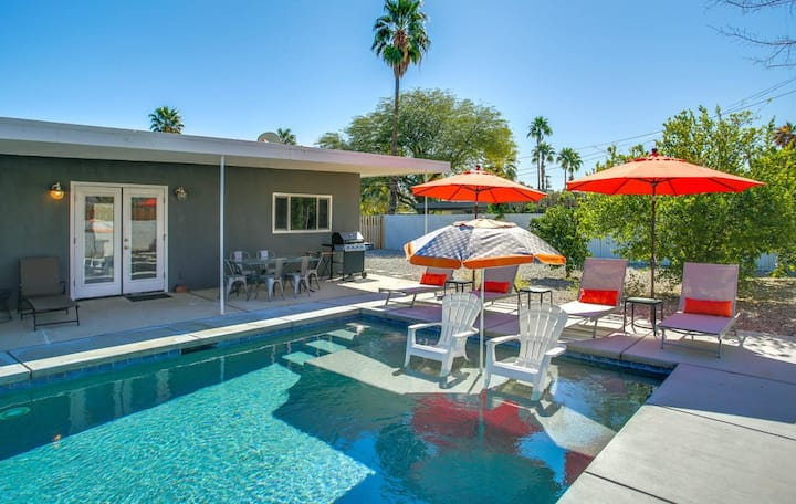 Dog-friendly Movie Colony East home w/outdoor pool, firepit & mountain views!