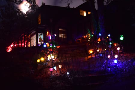 MAGIC CASTLE IN ENCHANTED EVERGREEN FOREST - Lac Big Bear