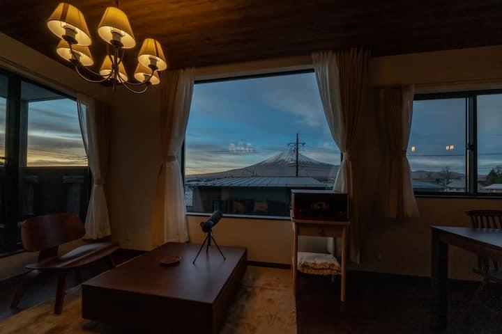 [Mori]冬富士の光の輝きを楽しむ河口湖駅徒歩4分湖5分新築一棟貸切ラグジュアリー