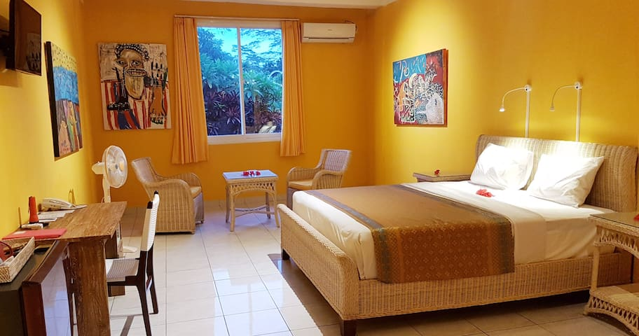 Calm room Bintang Kuning 6 surounded by forest