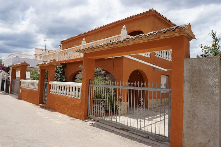 Casa OLIVA at the Bassetes beach between Denia and Oliva