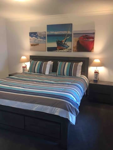 A very comfortable king sized bed, flat screen TV, tall boy, lots of wardrobe space ( the porta cot and high chair are in the wardrobe ) plenty of hangers, portable oil heater, pedestal fan, full length mirror, luggage rack.