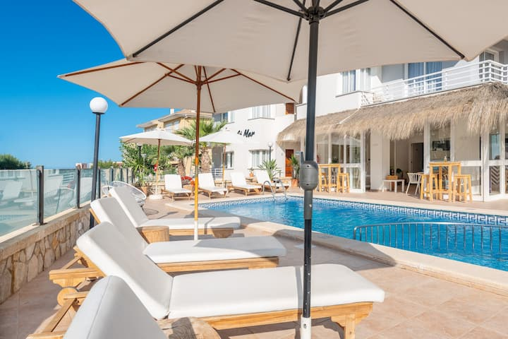 BAULO MAR - STANDARD - Modern apartment near the beach with access to the shared pool. Free WiFi