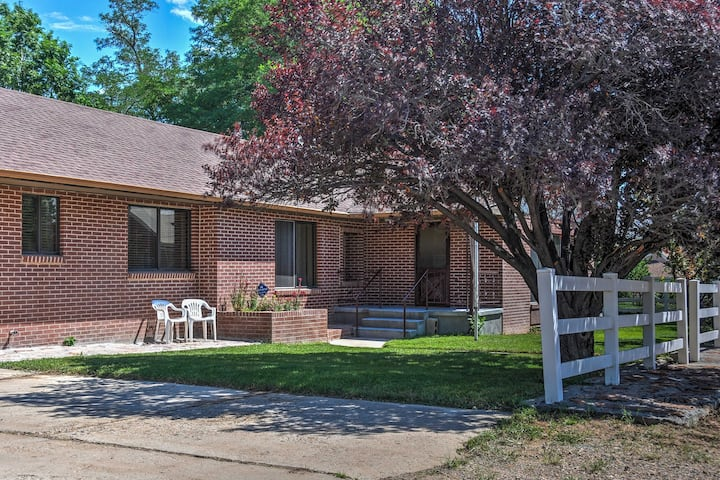 Charming Home in Central Escalante w/ Mtn. Views!