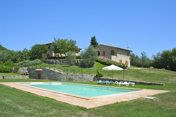 Villa Orizzonte, country house with private pool